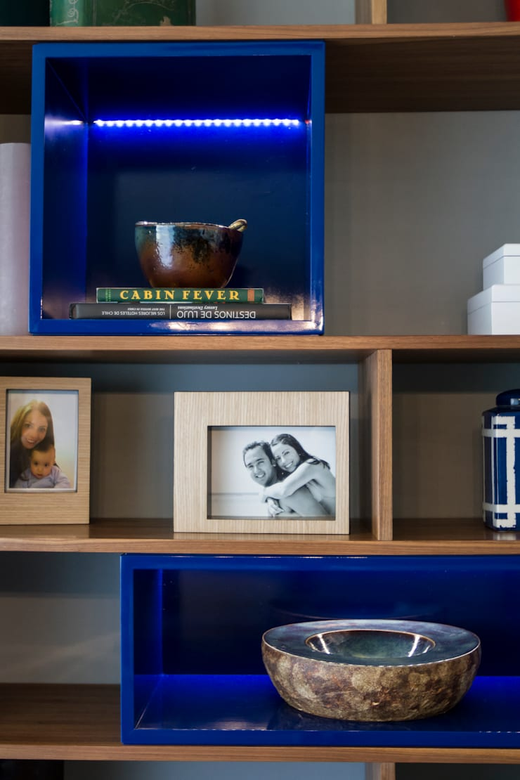 Detalle de mueble diseñado, se ilumina!: Hogar de estilo  por Moon Design