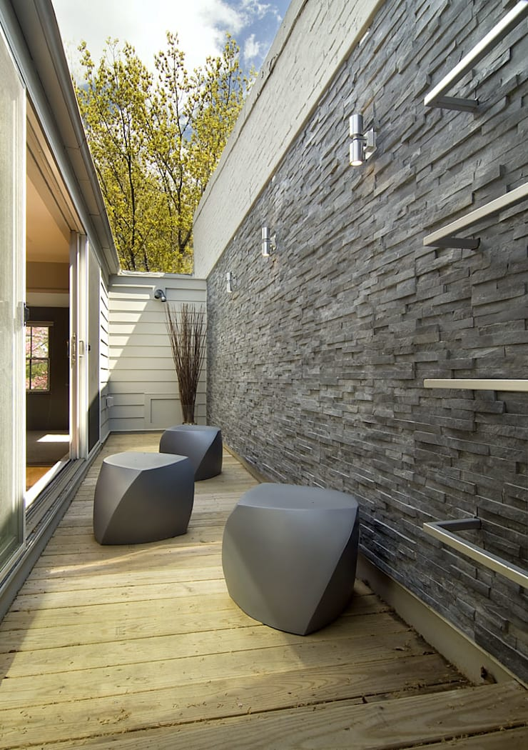D Street:  Patios & Decks by KUBE Architecture