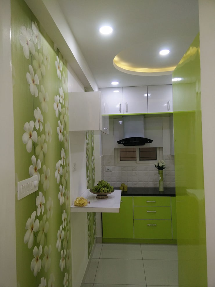 Mr Surajit Aparna cyberzone 3bhk :  Built-in kitchens by Enrich Interiors & Decors