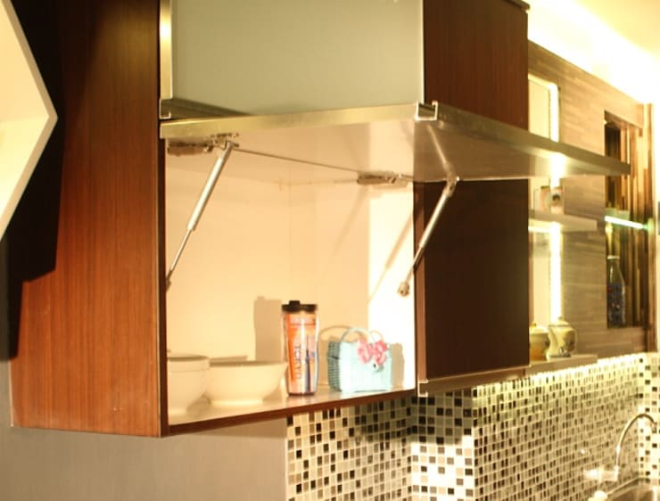 BEVERLY – Honeycomb Studio: modern Kitchen by POWL Studio