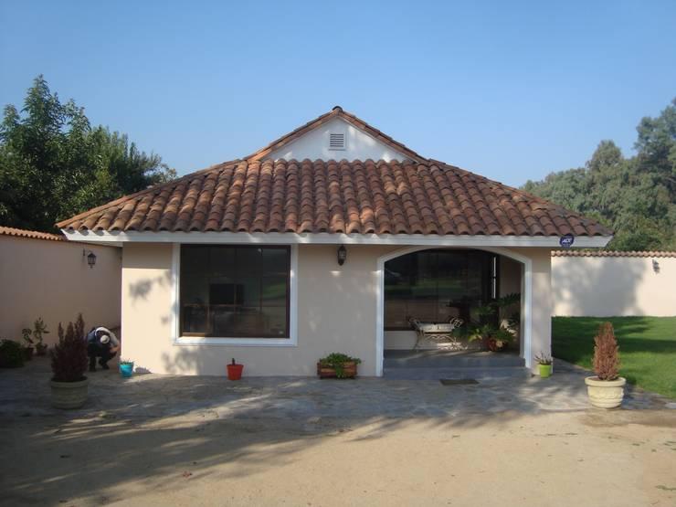 Casa estilo Chileno por DAMRA: Casas unifamiliares de estilo  por DIEGO ALARCÓN & MANUEL RUBIO ARQUITECTOS LIMITADA