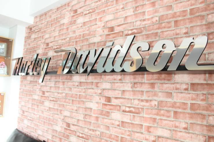 Dago Suite – Harley Davidson:industri  oleh POWL Studio, Industrial