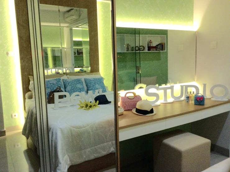 Dago Suite – Tipe 1 Bedroom:  Dressing room by POWL Studio