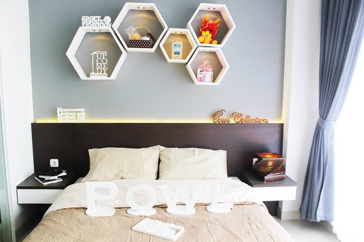 Dago Suite -  Tipe 1 Bedroom Connecting Door:  Kamar Tidur by POWL Studio