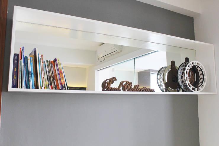 Dago Suite –  Tipe 1 Bedroom Connecting Door:  Walls & flooring by POWL Studio
