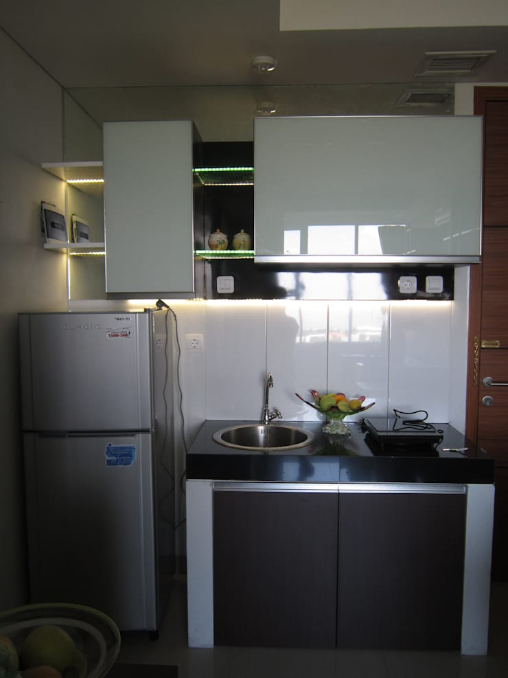 Dago Suite – Single Unit 1 Bedroom:  Dapur built in by POWL Studio