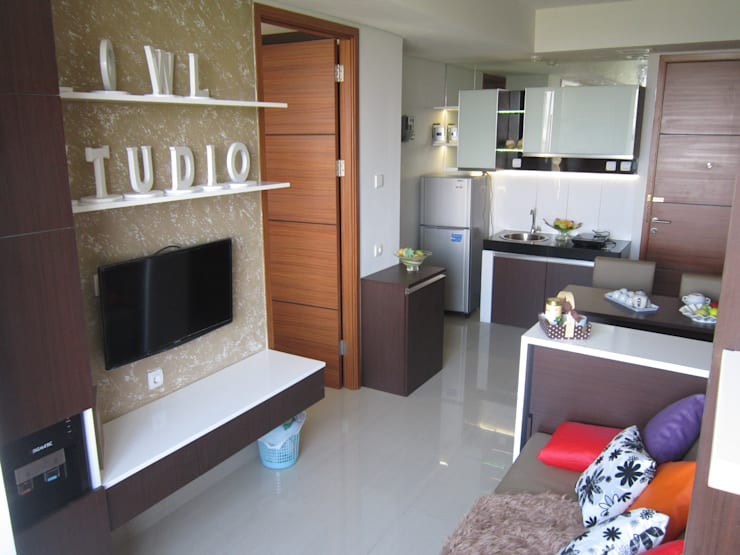 Dago Suite – Single Unit 1 Bedroom:  Ruang Keluarga by POWL Studio