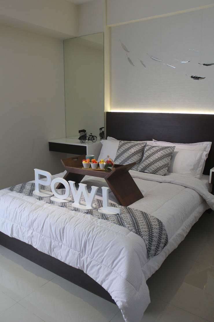 Galeri Ciumbuleuit II – Tipe 2 Bedroom:  Kamar Tidur by POWL Studio