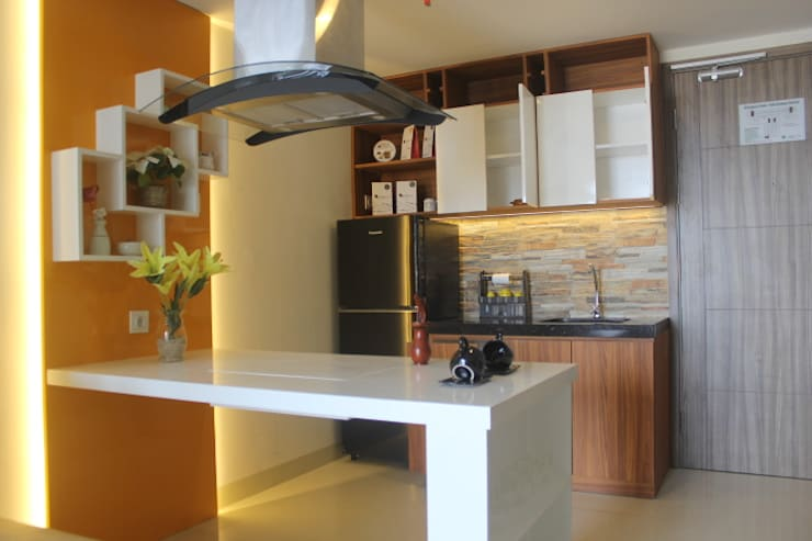 Galeri Ciumbuleuit III – Tipe 3 bedroom:  Unit dapur by POWL Studio