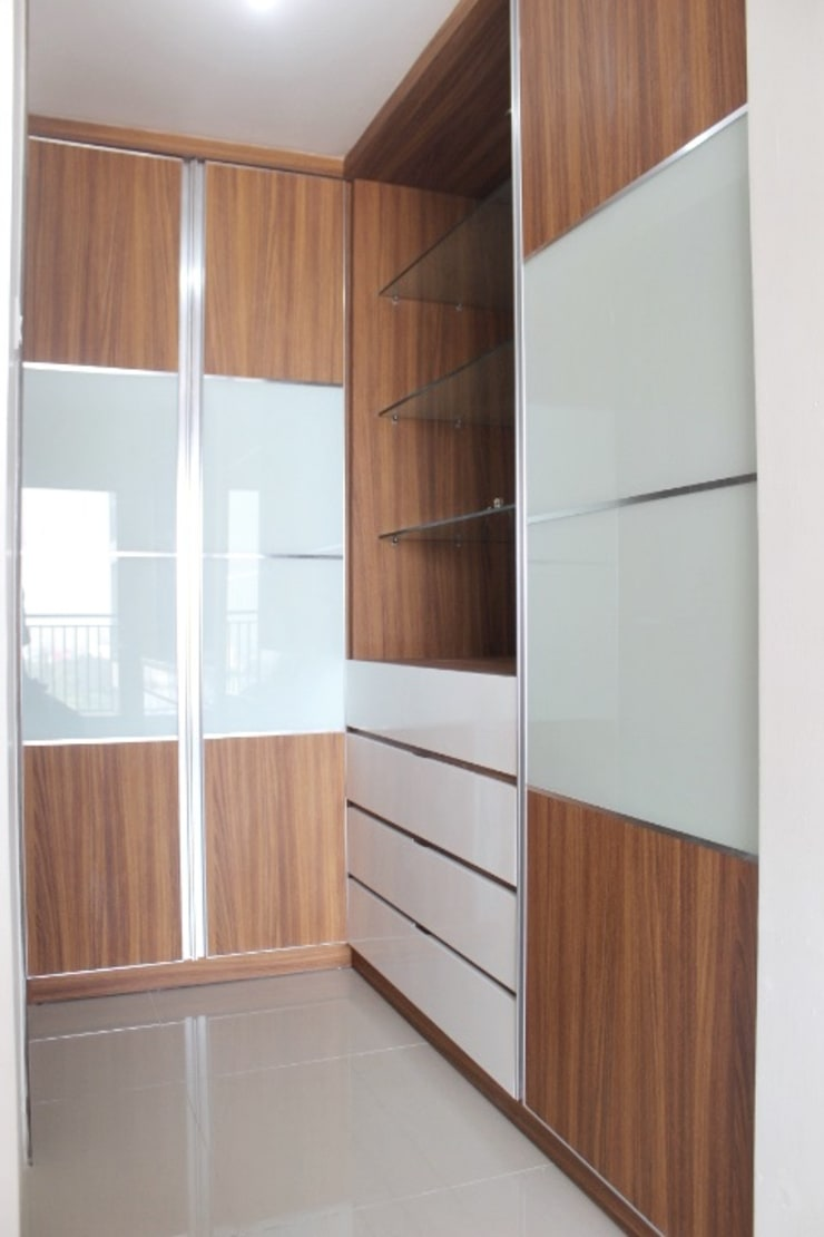 Galeri Ciumbuleuit III – Tipe 3 bedroom: modern Dressing room by POWL Studio