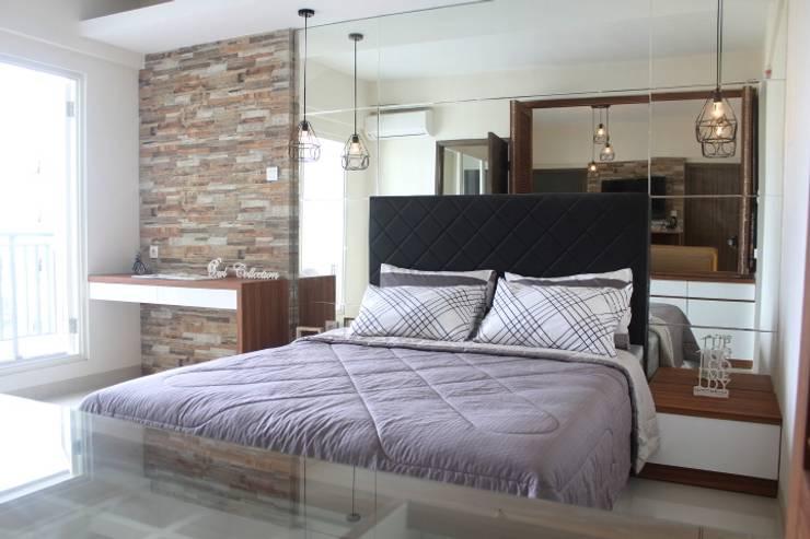 Galeri Ciumbuleuit III - Tipe 3 bedroom:  Kamar Tidur by POWL Studio