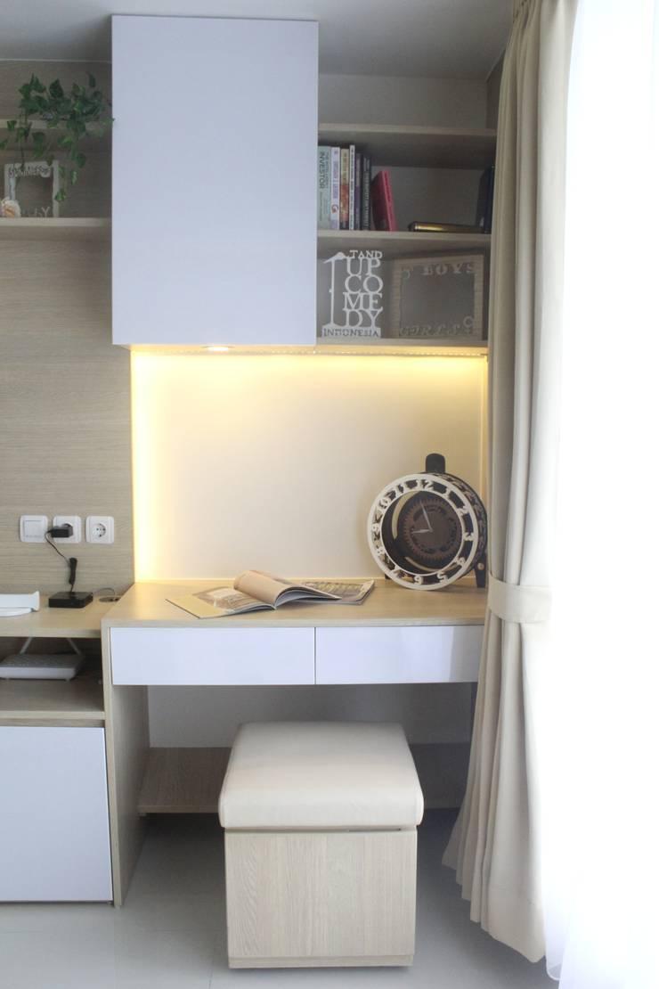 Galeri Ciumbuleuit III – Tipe Studio:  Study/office by POWL Studio