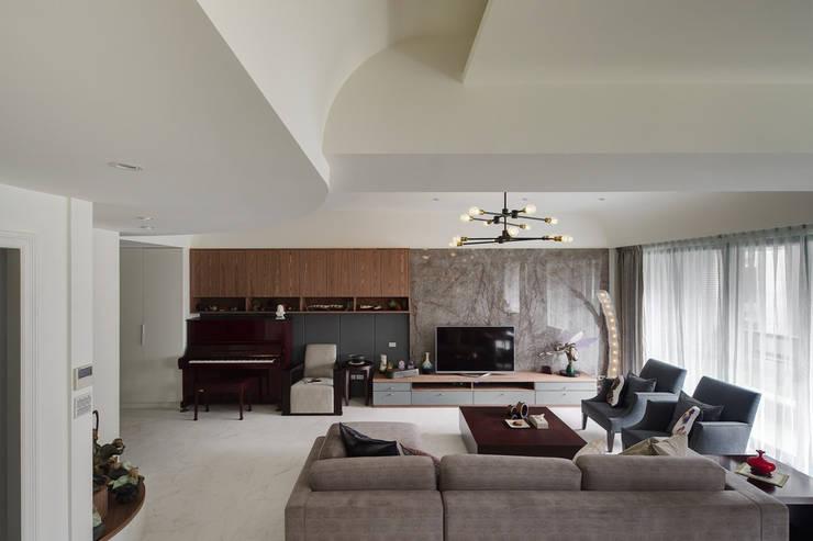 客廳另一個角度:  客廳 by 直方設計有限公司