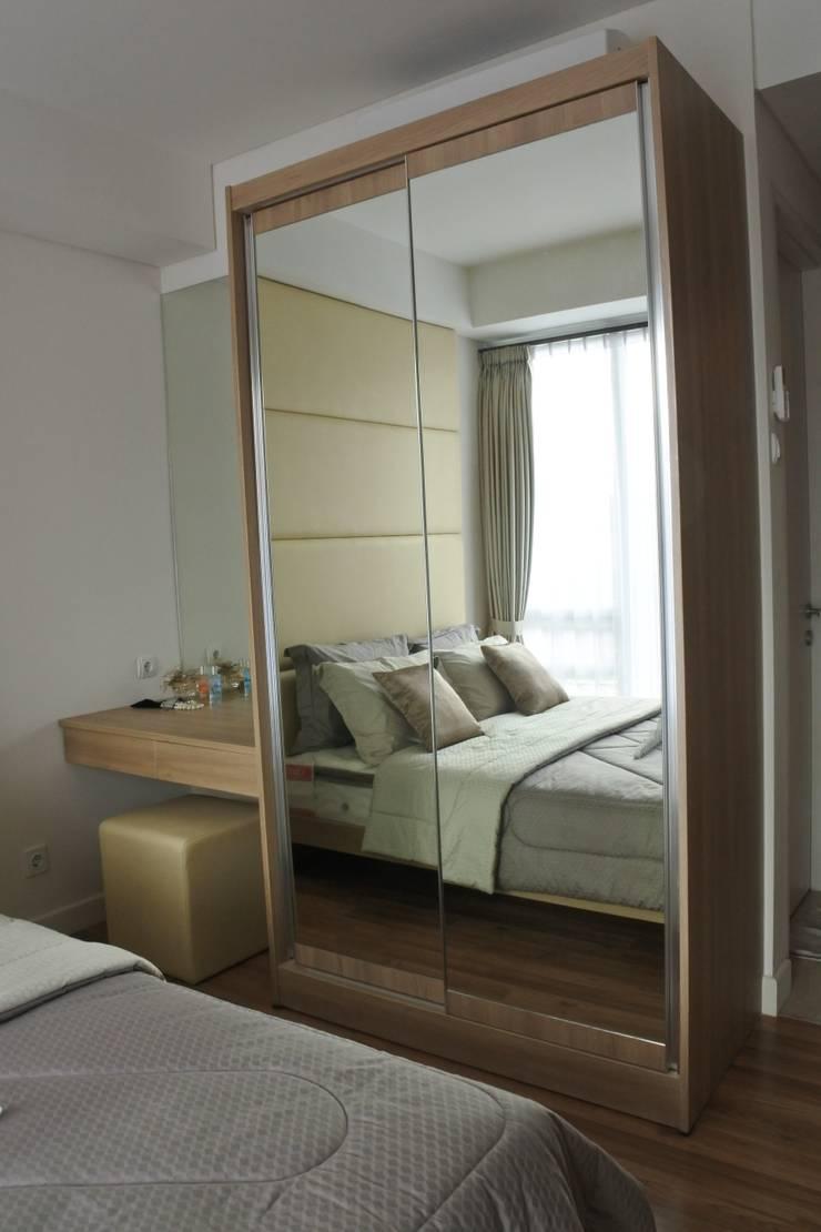 Apartment – Landmark type Studio: modern Dressing room by POWL Studio
