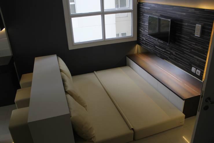 Parahyangan Residence 12 CH - Tipe 2 Bedroom:  Kamar Tidur by POWL Studio