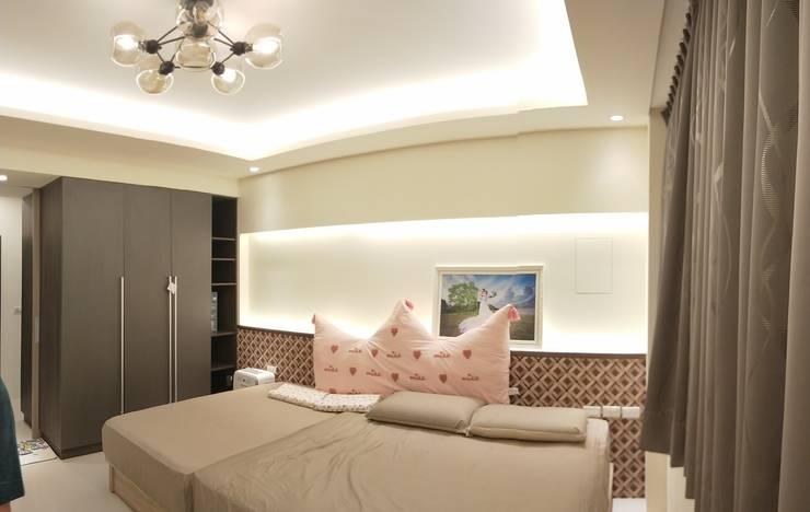 Bedroom by 頂尖室內設計工程行