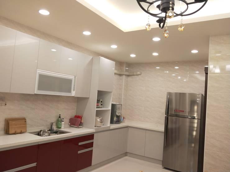 Kitchen by 頂尖室內設計工程行