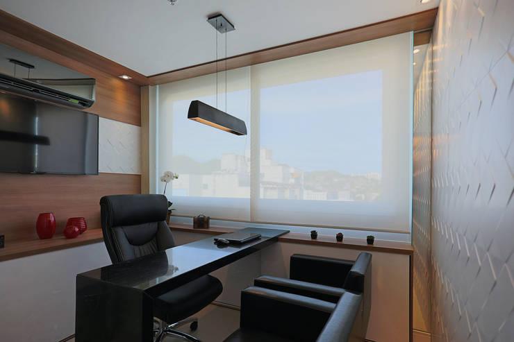 Consultório Médico Sofisticado: Clínicas  por Studiopar Arquitetura