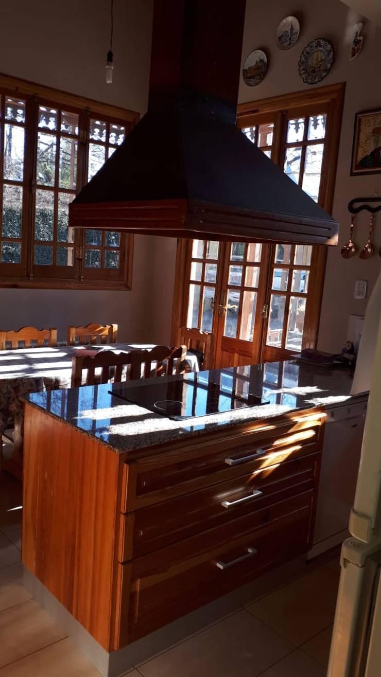 RESTAURACIÓN CASA ESTILO FRANCÉS: Cocinas de estilo  por lucia bernal arbuatti diseño interior,