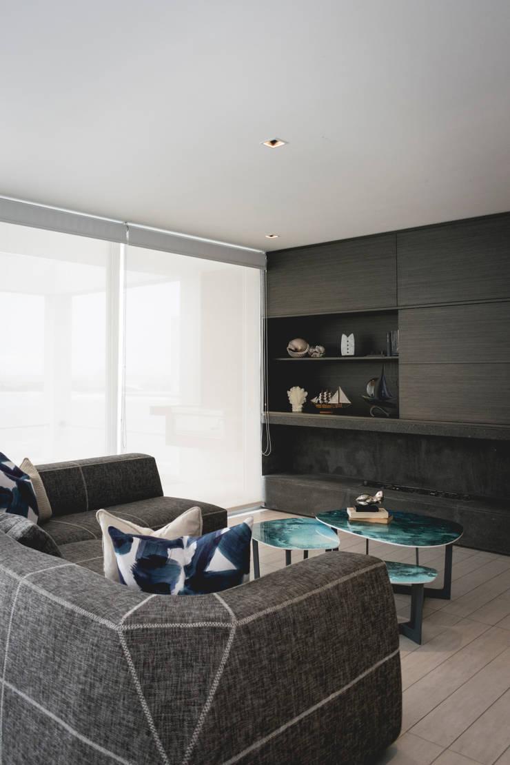 Casa de Playa: Salas/Recibidores de estilo  por Cecilia Fernandini Estudio