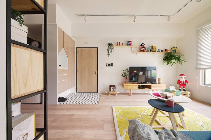 La Casa de Cathy  /  凱西特調之家:  客廳 by 一葉藍朵設計家飾所 A Lentil Design