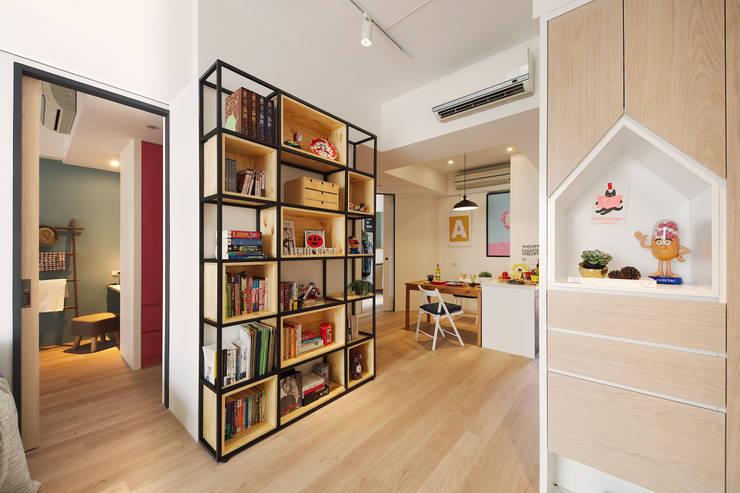 La Casa de Cathy  /  凱西特調之家:  走廊 & 玄關 by 一葉藍朵設計家飾所 A Lentil Design