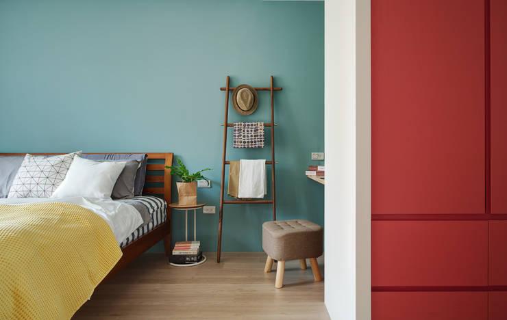 La Casa de Cathy  /  凱西特調之家:  臥室 by 一葉藍朵設計家飾所 A Lentil Design