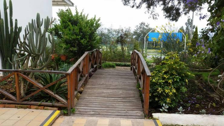 Remodelación de Pescadero: Comedores de estilo  por Artekpro, Tropical