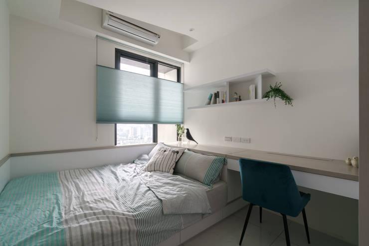 善用空間的女孩房:  臥室 by Moooi Design 驀翊設計
