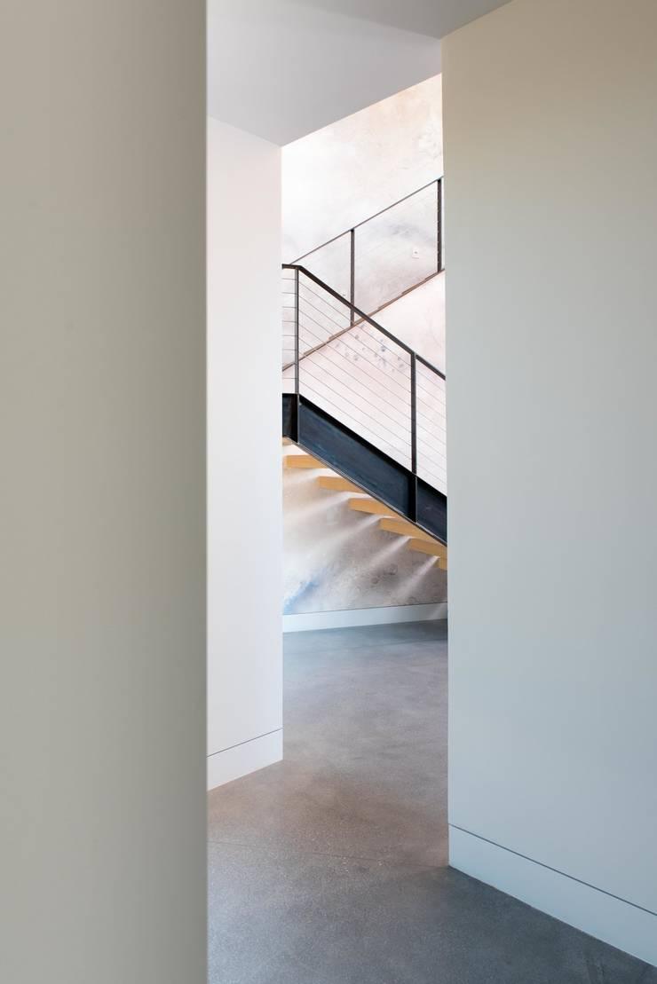 10 Ý TƯỞNG CẦU THANG DÂY CÁP SIÊU HIỆN ĐẠI:  Walls & flooring by MAI HIEN DI DONG HA NOI 0945158931