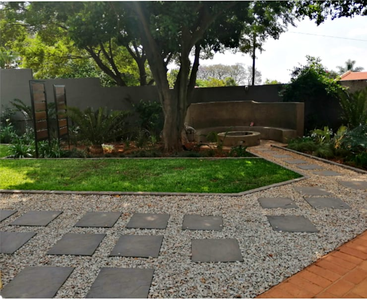 Garden revamp:  Front yard by Young Landscape Design Studio