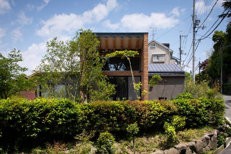 Wooden houses by  井上久実設計室