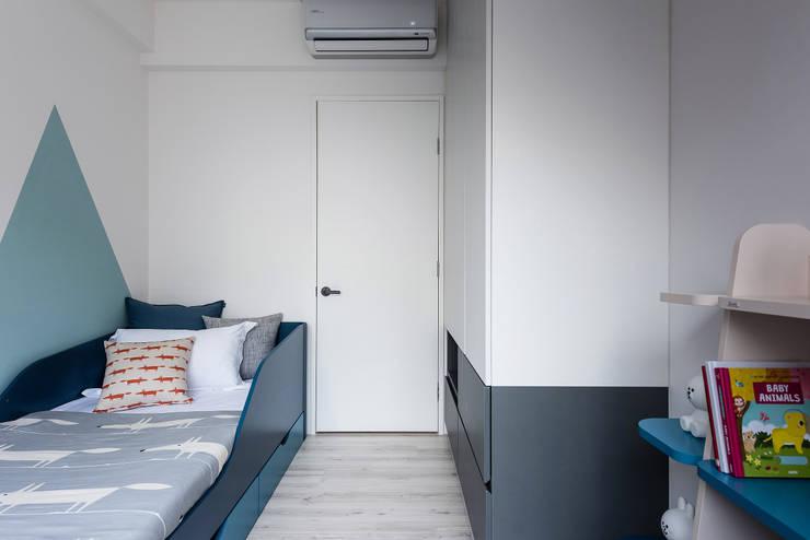 Water Blue:  嬰兒房/兒童房 by 寓子設計