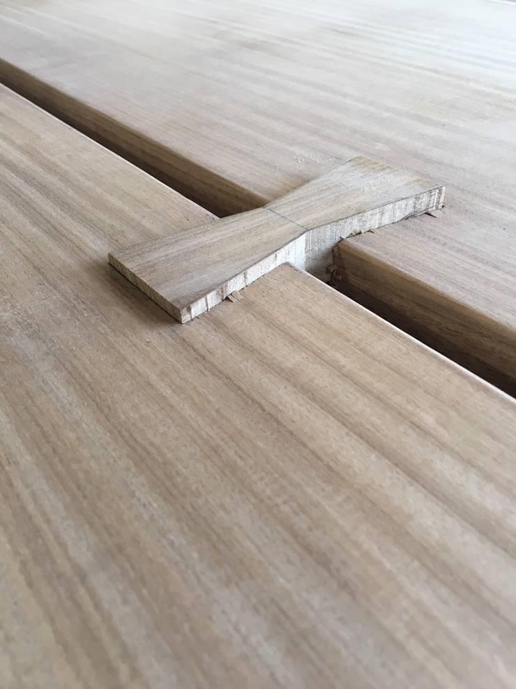 榫接鑲入時會有凸出的部分。:   by 製材所 Woodfactorytc