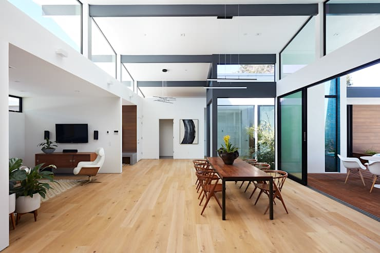 Los Altos New Residence By Klopf Architecture:  Living room by Klopf Architecture