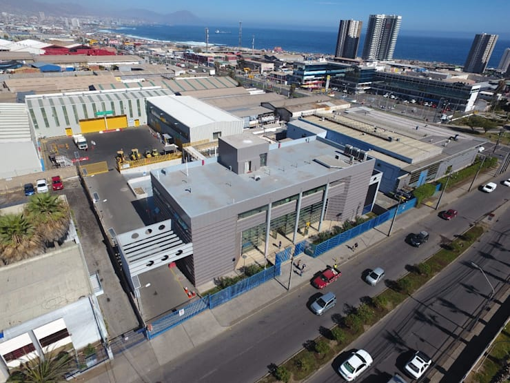vista aerea del Centro: Escuelas de estilo  por  Arquitectos Roman&Toledo