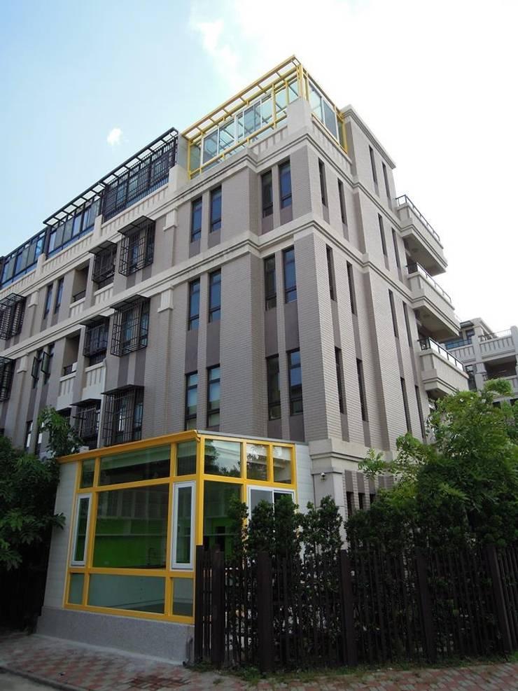 建築外觀:  牆面 by houseda