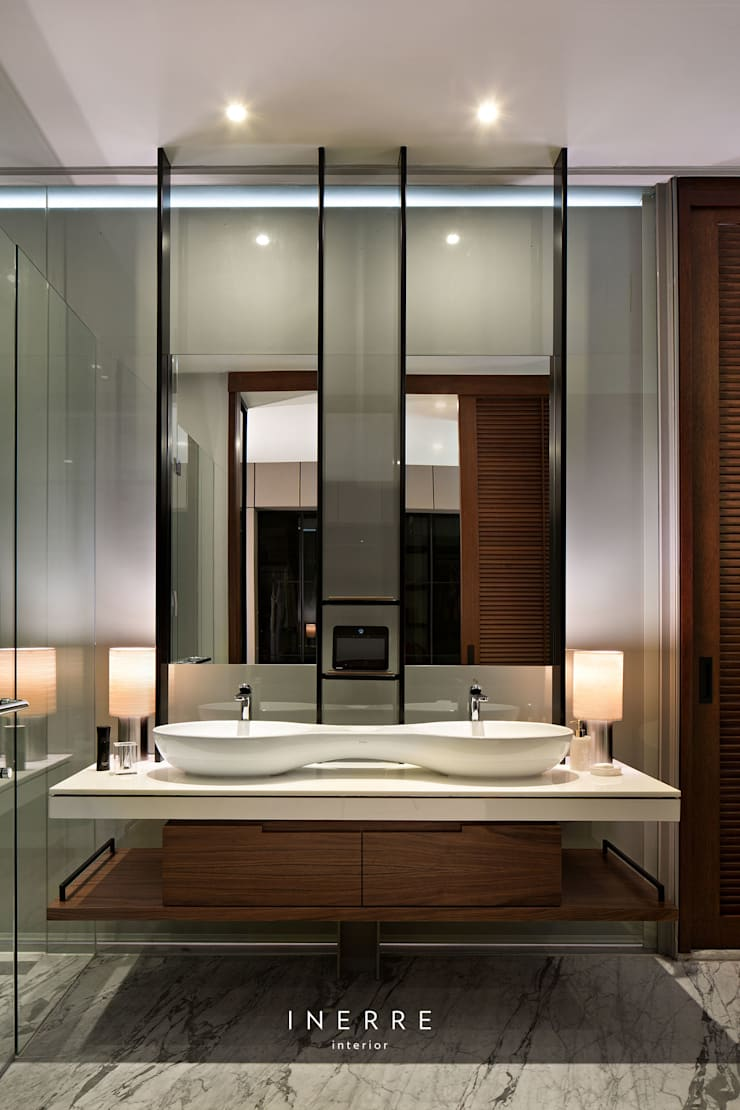 modern Bathroom by INERRE Interior