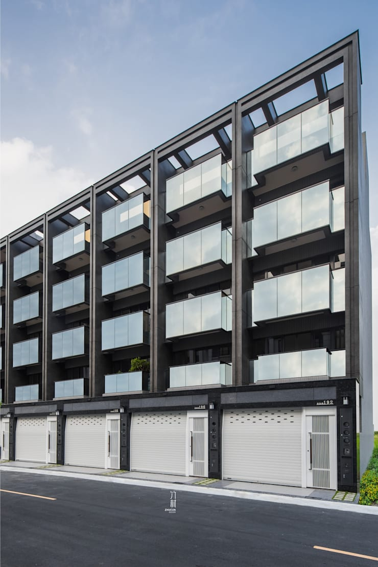 正立面幾乎都是玻璃.除了外觀美感外.最重要的室內空間的開闊度:  辦公室&店面 by 竹村空間 Zhucun Design