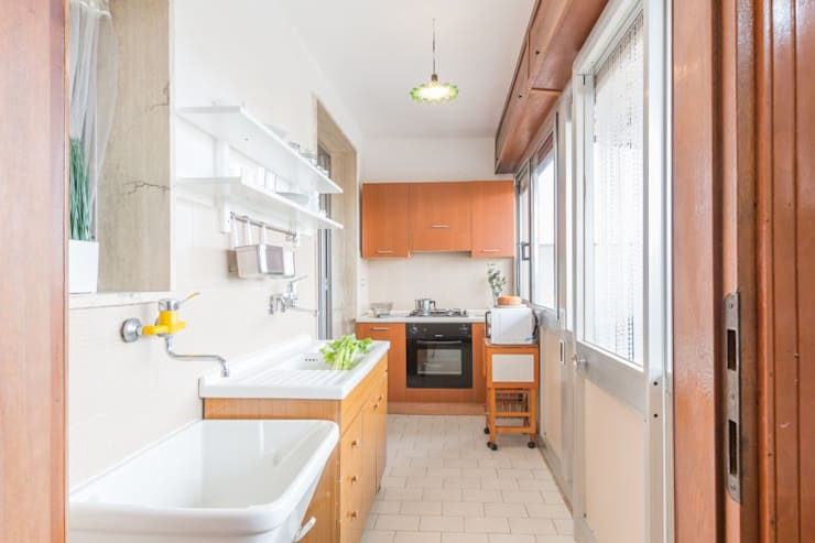 Kitchen by Anna Leone Architetto Home Stager