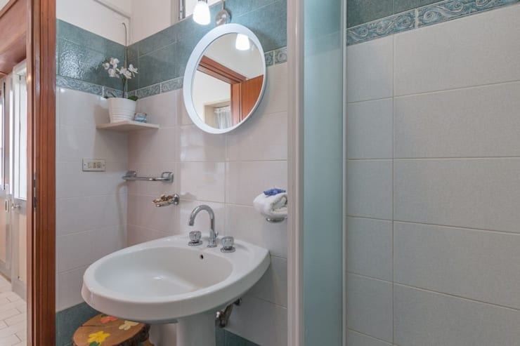 Ванные комнаты в . Автор – Anna Leone Architetto Home Stager,