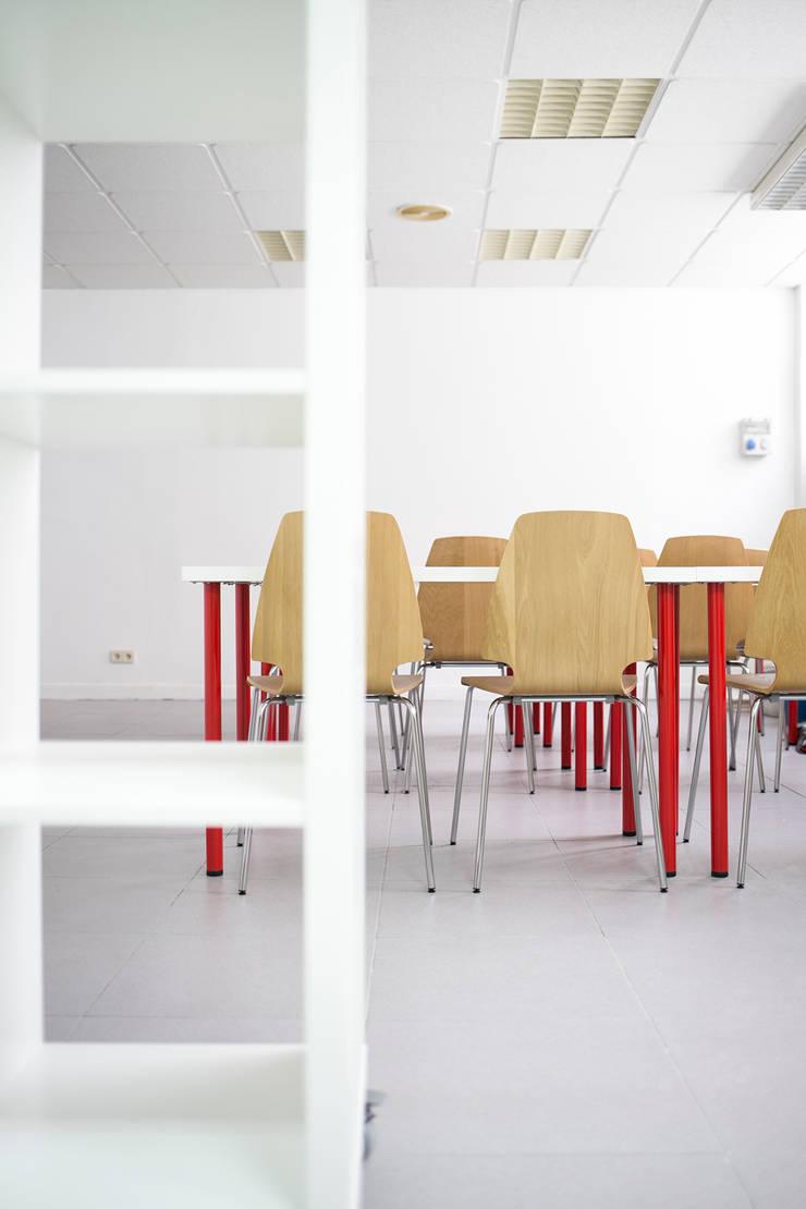 Oficina en Madrid: Oficinas y Tiendas de estilo  de Isabel Escauriaza