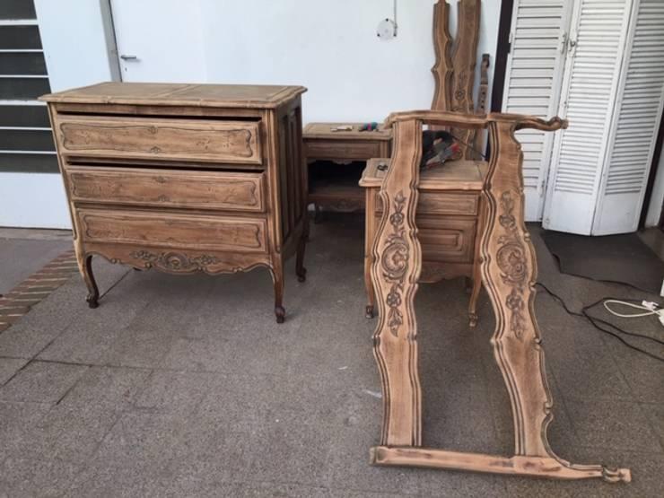 Juego de dormitorio en restauración: Dormitorios de estilo  por ANADECO - Decoradora y Diseñadora de Interiores - La Plata,