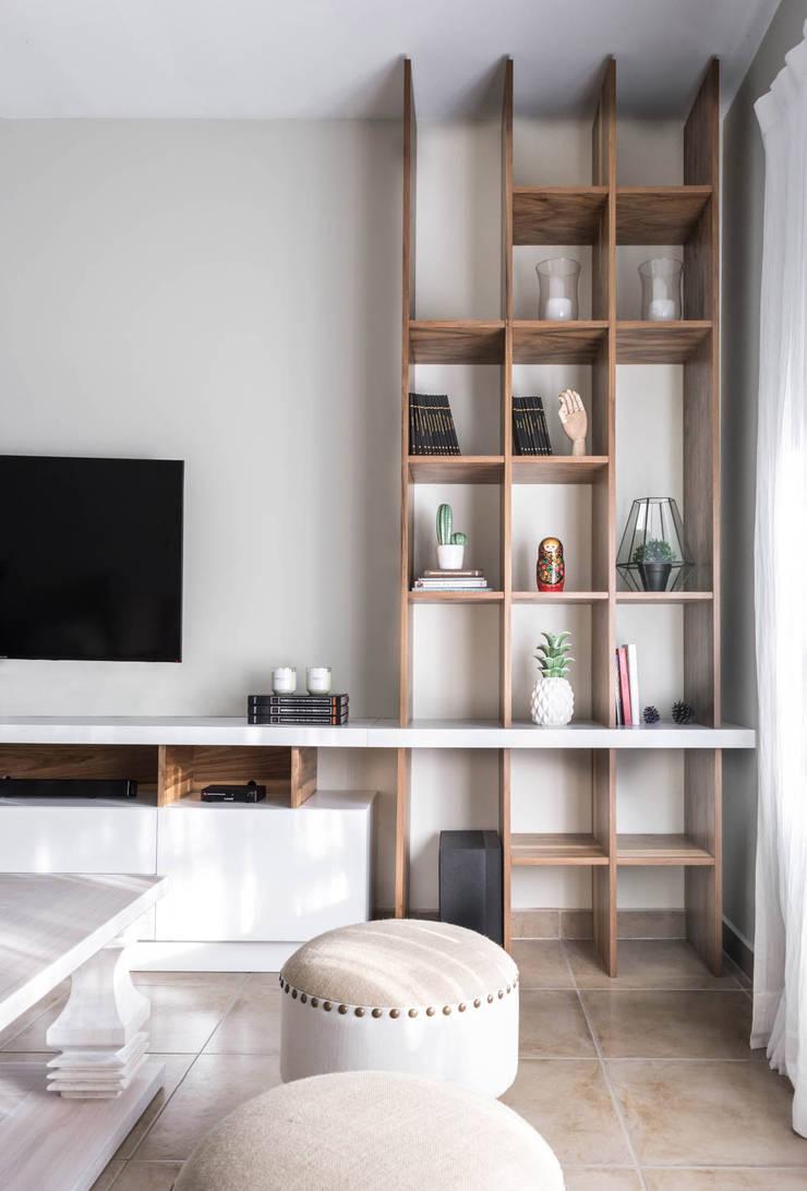 Diseño Integral Casa Country: Livings de estilo  por Bhavana,