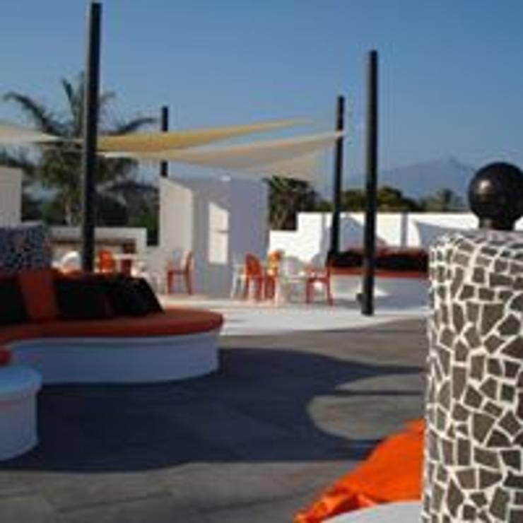 Diseño y decoración de una terraza: Terrazas de estilo  de Taller de Interiores Mediterraneos