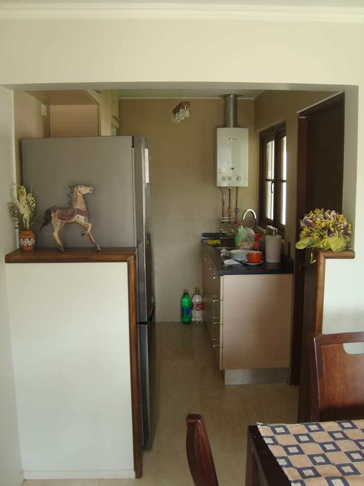 Casa estilo Chileno por DAMRA: Muebles de cocinas de estilo  por DIEGO ALARCÓN & MANUEL RUBIO ARQUITECTOS LIMITADA