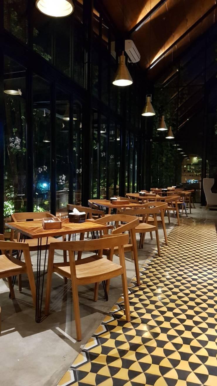 Kalpa tree:  Ruang Makan by viku