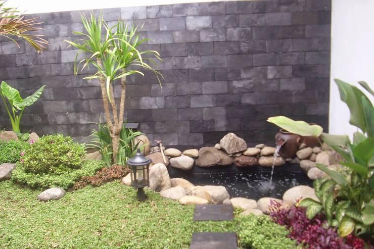 Kolam Koi:  Kolam taman by Tukang Taman Surabaya - Alam Asri Landscape