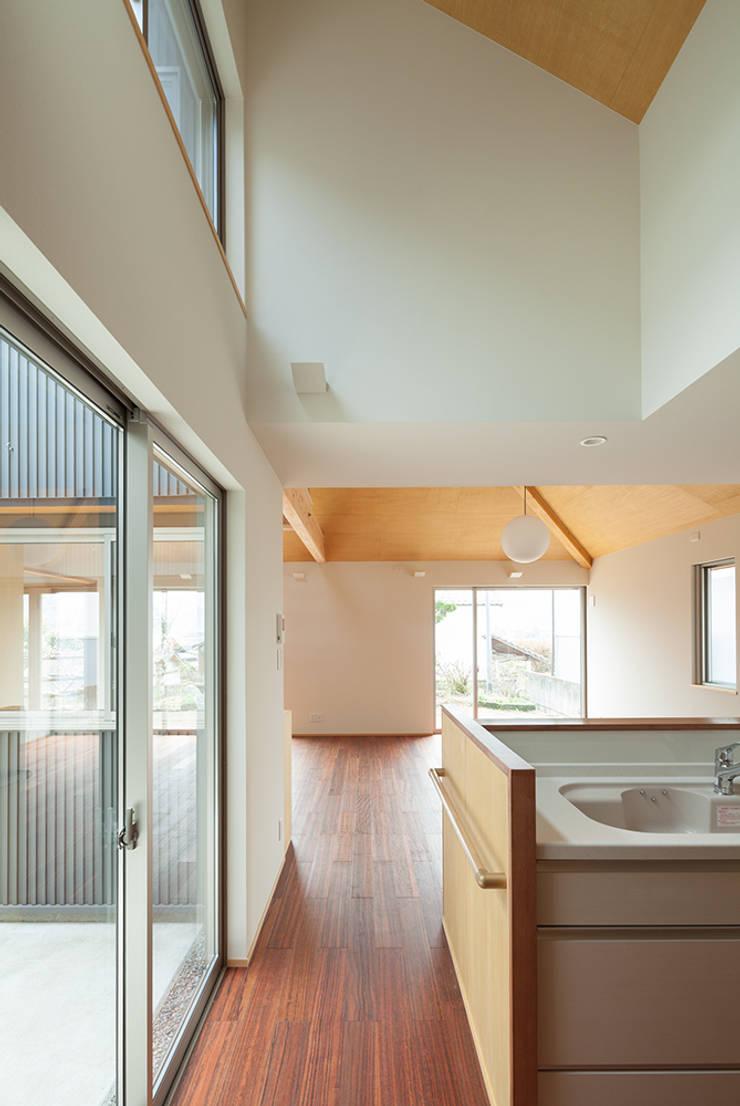 I-HOUSE: 建築デザイン工房kocochi空間が手掛けたシステムキッチンです。,オリジナル