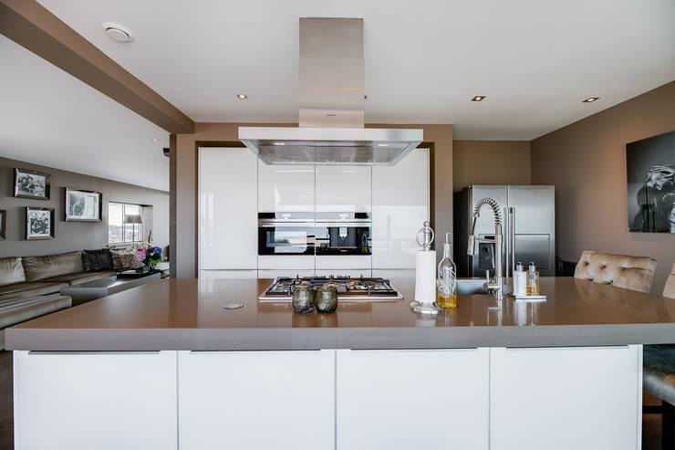 Interieurfotografie penthouse:  Keuken door Esther Scherpenzeel Fotografie, Modern